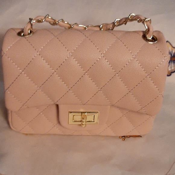 Handbags - Beautiful Beige Quilted Purse w/Chain Strap